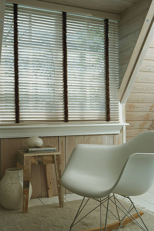 holzjalousien nach ma howalux gmbh jalousien markisen und rollladenbau. Black Bedroom Furniture Sets. Home Design Ideas