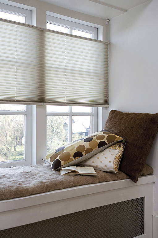 plissee howalux gmbh jalousien markisen und. Black Bedroom Furniture Sets. Home Design Ideas