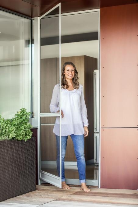 insektenschutzgitter f r t ren howalux gmbh jalousien markisen und rollladenbau. Black Bedroom Furniture Sets. Home Design Ideas